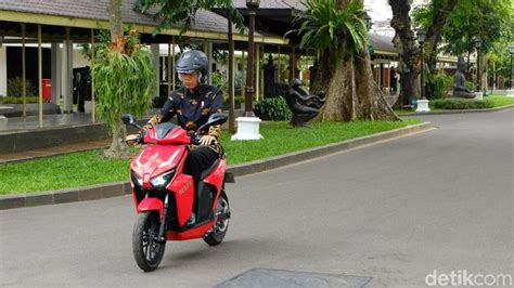 Gesits Image by Jokowi Motor Listrik Gesits Produksi 60 000 Unit Tahun
