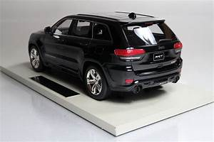 Top Marques Collectibles Jeep Grand Cherokee Srt8  1 18