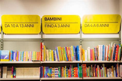 libreria reggio emilia un insegna luminosa per la libreria mondadori di reggio