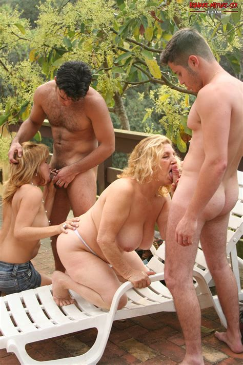 Kinky Foursome With A Cockhungry Mom In The Middle Pichunter