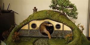 Arbre à Chat Fait Maison : ils construisent une maison de hobbit pour chats ~ Melissatoandfro.com Idées de Décoration