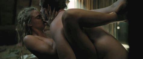 Cara Delevinge Sex Scene 12