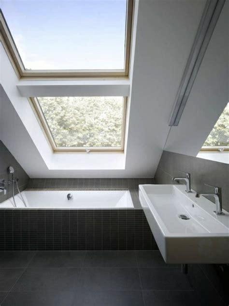 Kleines Badezimmer Dachschräge by Tolles Kleines Bad Einrichten Gro 223 Es Fenster Bathroom