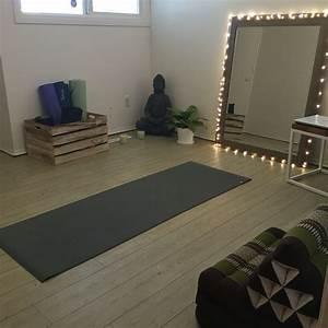 Yoga At Home : best 20 home yoga room ideas on pinterest yoga room decor yoga room design and meditation space ~ Orissabook.com Haus und Dekorationen