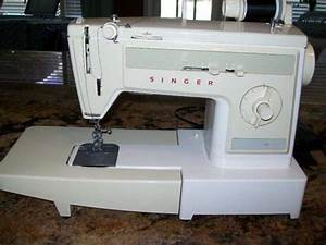 Singer Sewing Machine Model 1022 Portable Zigzag Free Arm