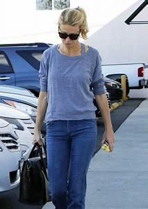 Gwyneth Paltrow Photos Photos - Gwyneth Paltrow Visits a ...