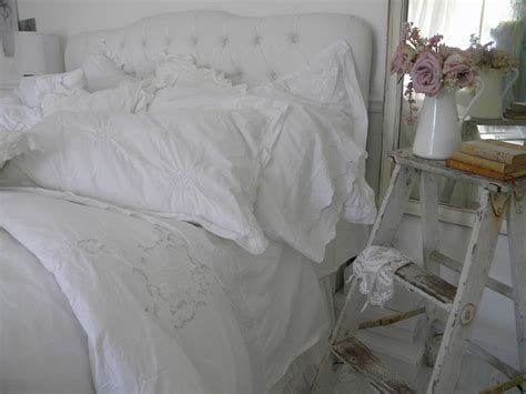target shabby chic vanity set 1000 ideas about shabby chic bedside tables on pinterest dressing table mirror dressing