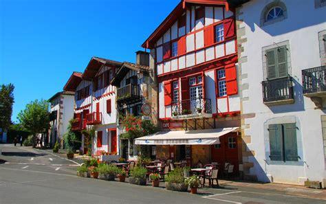 literie du pays basque les plus beaux villages du pays basque chateausuau