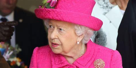 Man Breaks Into Buckingham Palace While Queen Elizabeth Is ...