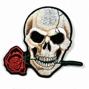 Dessin Tete De Mort Avec Rose : lol une tete de mort avec une rose dans la bouche rosemarie pronovost ~ Melissatoandfro.com Idées de Décoration