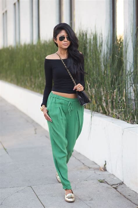 Chic Athletic Pieces to Add to Your Wardrobe Now | Jogger pants outfit Green joggers and Jogger ...