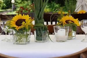 Tischdeko Mit Sonnenblumen : kostenloses foto blumengesteck deko blumen ~ Lizthompson.info Haus und Dekorationen