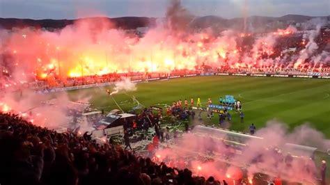 video grece des centaines de fumigenes allumes pour