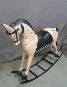 Cheval A Bascule Rose : cheval en bois bascule rose poudr et noir brocante de ~ Teatrodelosmanantiales.com Idées de Décoration