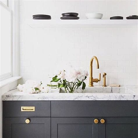 pictures of kitchen cabinets with hardware best 25 brass hardware ideas on kitchen 9105