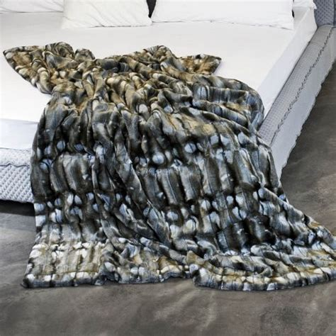 60 best images about plaids et couvre lits en fausse fourrure on taupe nests and
