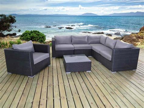 Salon de jardin en ru00e9sine tressu00e9e Auckland - 1 canapu00e9 du0026#39;angle + 1 fauteuil + 1 table basse 59823