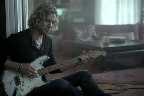 Casey James Releases Emotional New 'Crying on a Suitcase ...