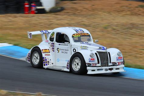 heroic injury comeback  aussie racing cars veteran
