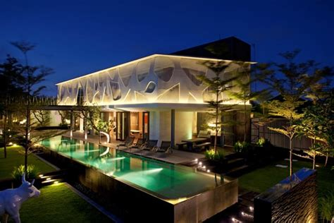 Tropical Villa by Spectacular Tropical Villa With Floor To Ceiling Glass Windows