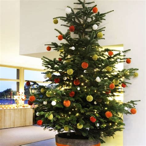 modern decorated christmas trees 34 modern christmas tree decoration ideas godfather style