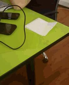 table de cing gifi table gifs tenor