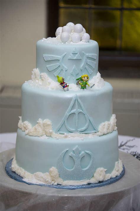 nerdy wedding cakes  geek