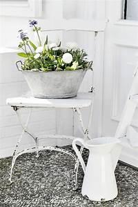 garden design in the vintage style 26 send garden decor With markise balkon mit tapeten retro look