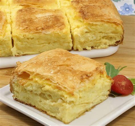 Filo dough pastry with sweet egg cream and cinnamon as receitas lá de casa. Phyllo Recipes | Gibanica (Phyllo Cheese Pie)