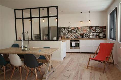 plan de cuisine ouverte sur salle a manger cuisine ouverte d 233 limit 233 e par une verri 232 re ou un 238 lot bar