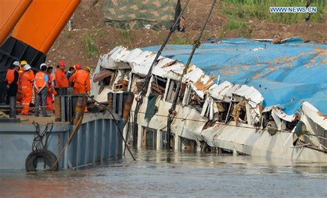 cruise ship sinking eastern sinks june 1 2015 chongqing eastern shipping eastern