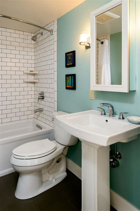 creative solutions  small bathrooms hammer hand