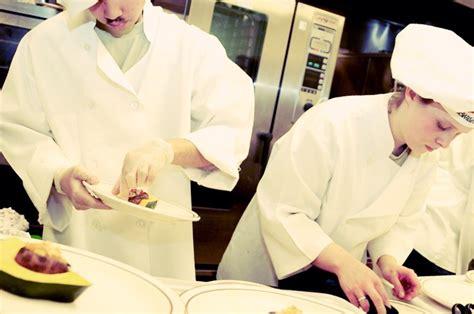 tenu de cuisine ensemble pour les restos un repas pour tous