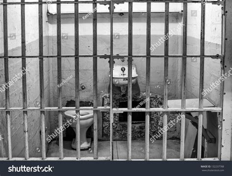 alcatraz prisoners photos prison cell alcatraz island cell block stock photo