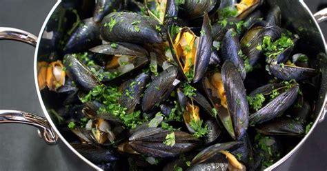 cuisiner des moules moules marinières recette des moules à la marinière et