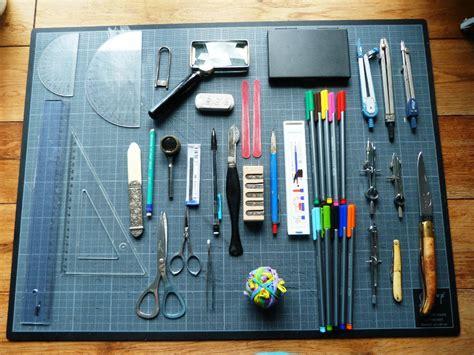 materiel bureau bureau contenu essentiellement du matériel de dessin