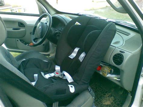 cale tete bebe siege auto besoin de vous pour choisir mon siège rf