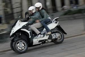 A Quel Age Peut On Conduire Une Moto 50cc : scooter quel permis moto plein phare ~ Medecine-chirurgie-esthetiques.com Avis de Voitures