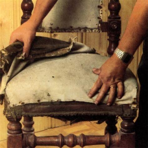 tapisser une chaise en tissu effectuer la restauration d 39 une chaise style louis xiii