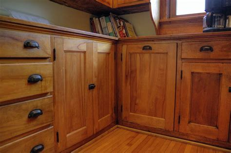 Where To Put Knobs On Kitchen Cabinets by Craftsman Kitchen With Hardwood Floors Amp Wood Cabinets In