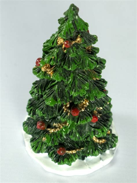 traditional resin decorated christmas tree figurine 75mm