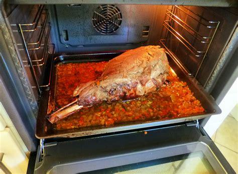 cuisiner du sanglier au four cuissot de sanglier rôti au four la recette facile par