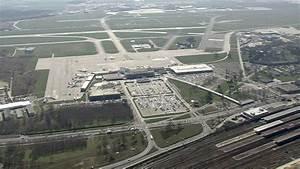 Aeroport De Berlin : a roport de sch nefeld berlin allemagne hd stock video 221 361 887 framepool ~ Medecine-chirurgie-esthetiques.com Avis de Voitures