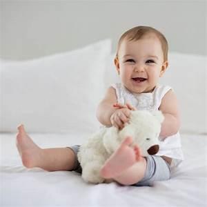 Sitzen, Krabbeln, Laufen: Geniale Eltern-Hacks, die Babys ...  Baby
