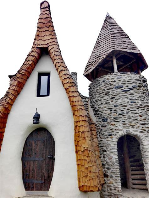 Iata cum arata Castelul de Lut Valea Zanelor - Blogul HotelGuru.ro