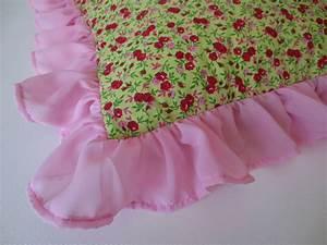 les 25 meilleures idees de la categorie housse coussin sur With tapis chambre bébé avec robe fleurie esprit