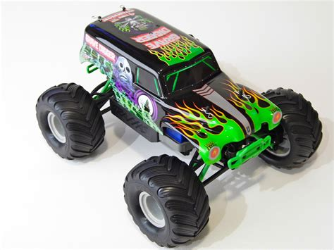 rc monster trucks grave digger traxxas 1 16 grave digger monster jam replica review rc