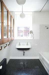 la salle de bain noir et blanc les dernieres tendances With mosaique sol salle de bain