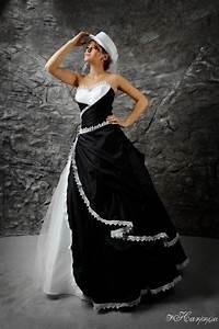 Schwarz Weiß Kontrast : brautkleid schwarz wei im angesagten westernlook kleiderfreuden ~ Frokenaadalensverden.com Haus und Dekorationen