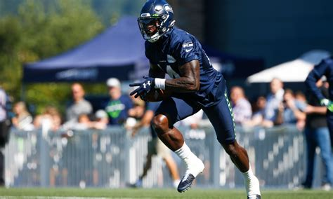 russell wilson compares seahawks rookie dk metcalf